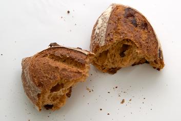 Interior de pan de tomate, queso y sésamo - Panadería Moscoso Moure