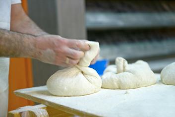 Amasando un molete - Panadería Moscoso Moure