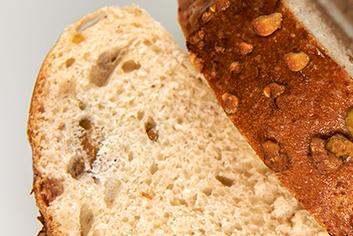 Detalle de pan de pistachos - Panadería Moscoso Moure