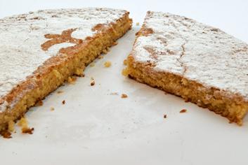 Tarta de Santiago (corte) - Panadería Moscoso Moure