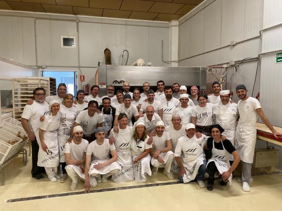 Foto de todo el equipo participante en el equipo 15 Aniversario Pan da Moa