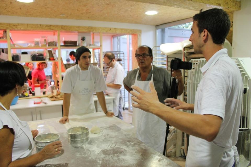 The Loaf, en San Sebastián foi un exemplo onde comprobamos in situ, o interese de panadeiros novos, de afeccionados, de panarras, de grandes panadeiros e incluso da xente da rúa que se atrevía a botar unha ollada