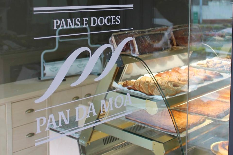 Vista exterior do novo despacho de pan dos Moscoso Moure, agora Pan da Moa