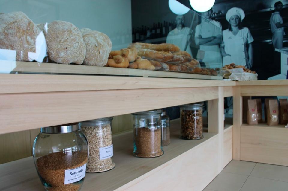 Imaxe interior, pan e máis pan, sementes, fariñas e de fondo... algunhas das caras dos que vos tratamos de sorprender cada día