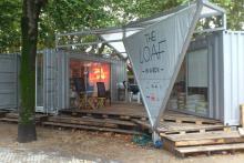 Instalacións de The Loaf no Paseo de Francia, Donosti, formado por un par de containers
